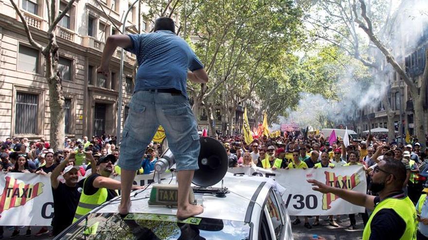 Barcelona afronta el segundo día de huelga de taxis con una llamada a la calma del sector
