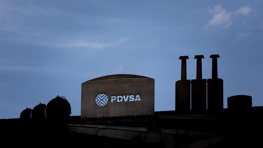 La producción de petróleo de Venezuela cae 130.000 barriles en un mes