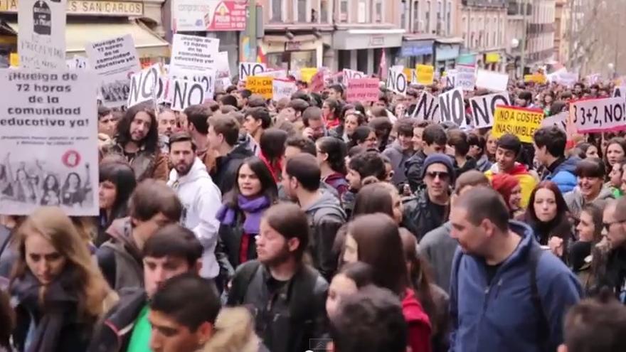 Manifestación contra el 3+2 en la universidad.