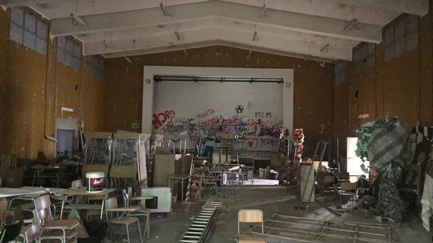 Estado acual del salón de actos del instituto