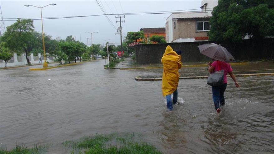 La tormenta tropical Bret llega a las costas de Venezuela