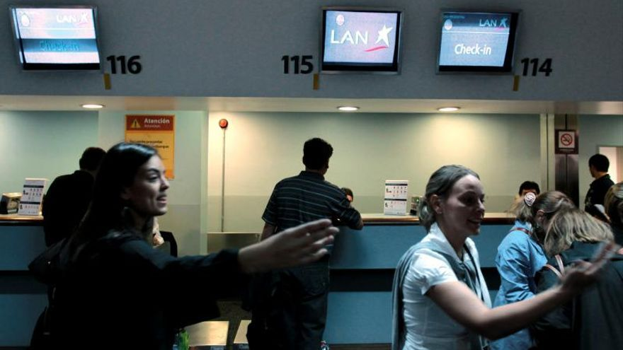 Principal aeropuerto de Argentina recupera normalidad tras paro de maleteros