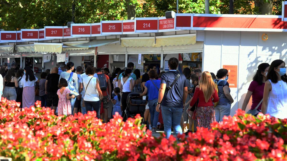 La Feria del Libro de Madrid durante uno de sus domingos, en su edición de septiembre