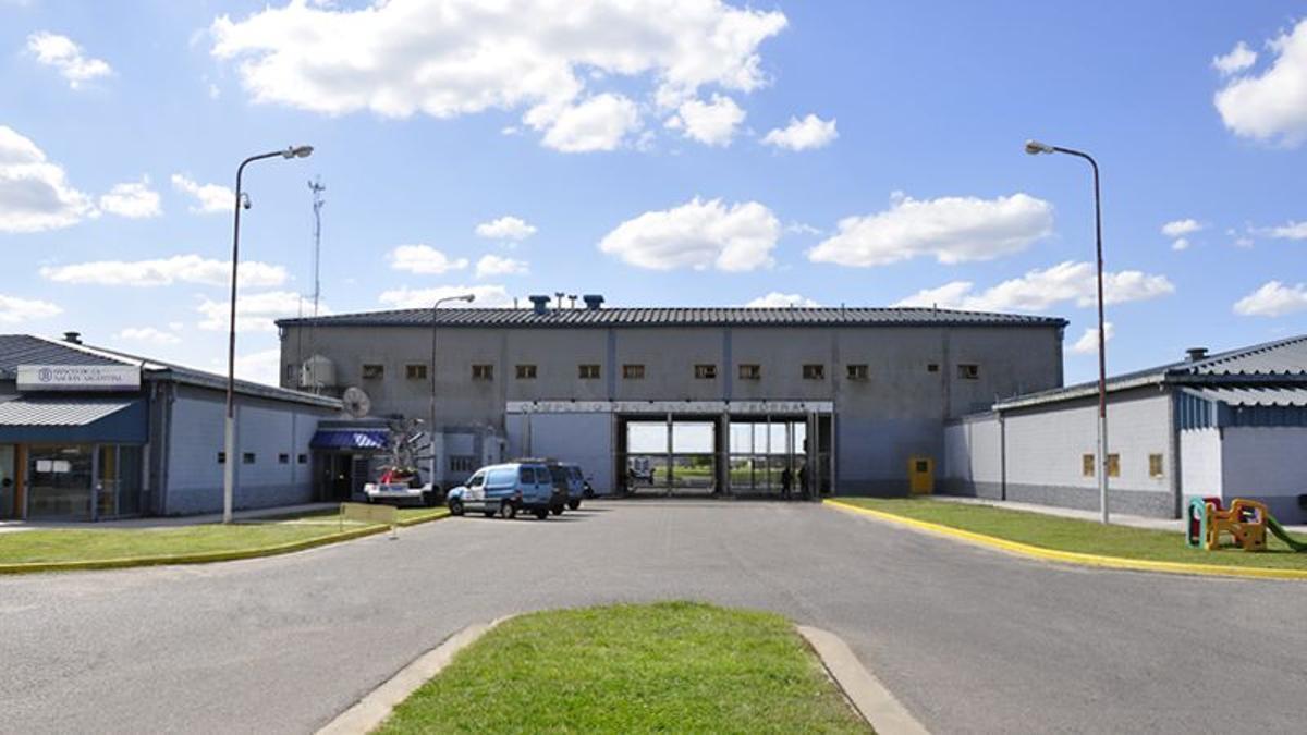 Ingreso al complejo penitenciario federal de Ezeiza, donde permanecen detenidos Jaime, Schiavi, Cirigliano y Martín Báez.