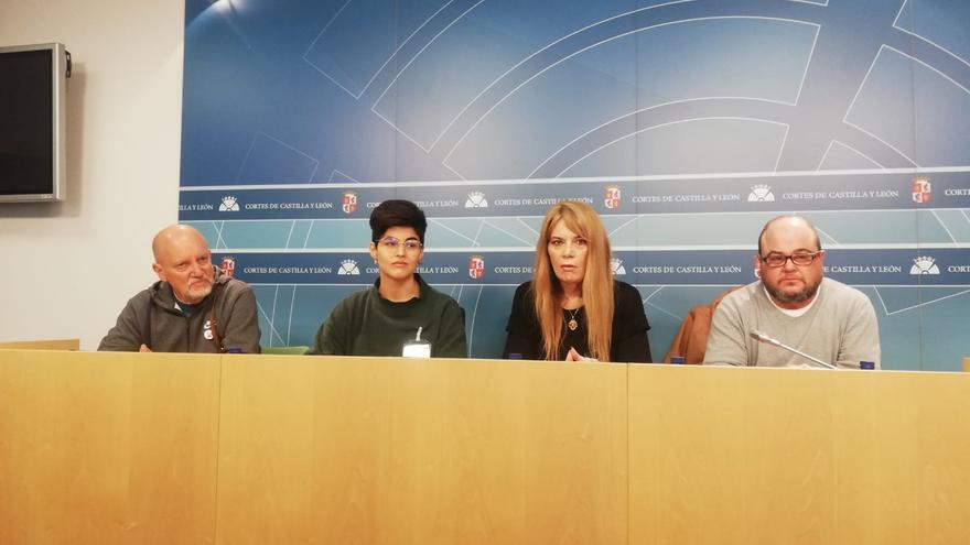 Los representantes de varias organizaciones LGTBI de Castilla y León y de la FELGTB.