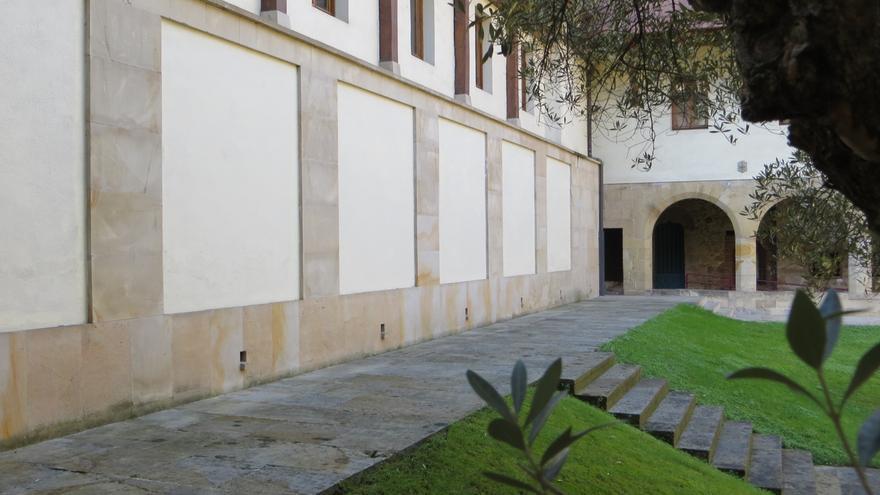 El Museo de Arte Sacro de Bilbao realiza desde el jueves un mural de 70 m2 en su claustro