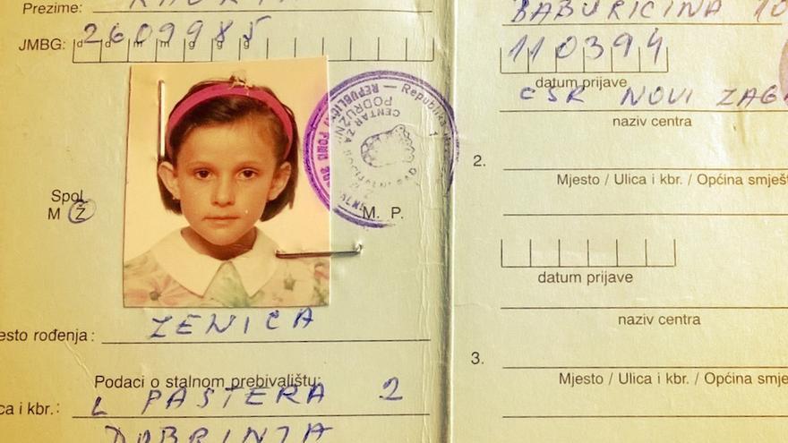 Carnet de refugiada de Dragana Kaurin cuando era niña / Cortesía de Dragana
