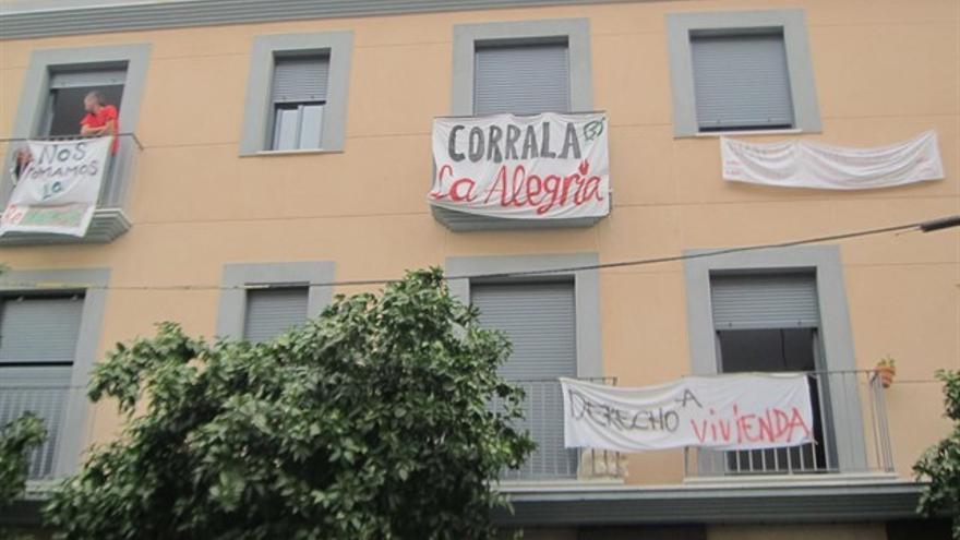 La ocupación de viviendas también prescribe: absueltas las familias de la Corrala Alegría en Sevilla