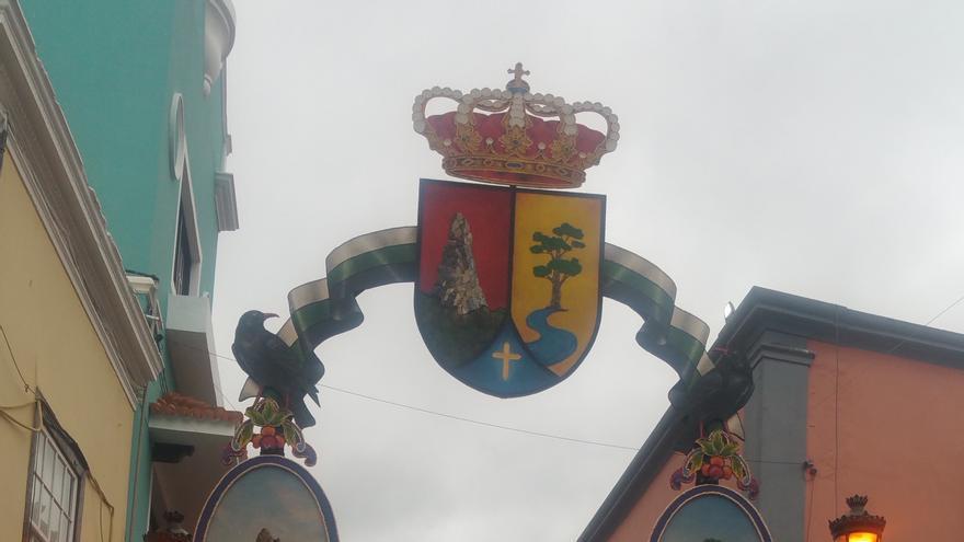 Arco con los símbolos naturales de El Paso.