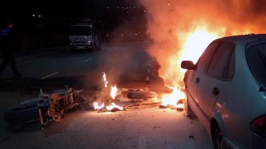 Un motorista de 23 años sin carné muere al chocar con una farola en Oviedo