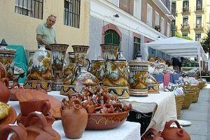 Uno de los puestos de cerámica instalado en las Comendadoras | Foto: A.P