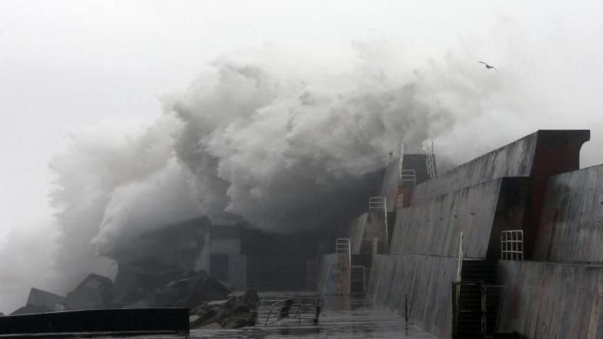 Galicia espera en alerta naranja un nuevo temporal con olas de cinco metros