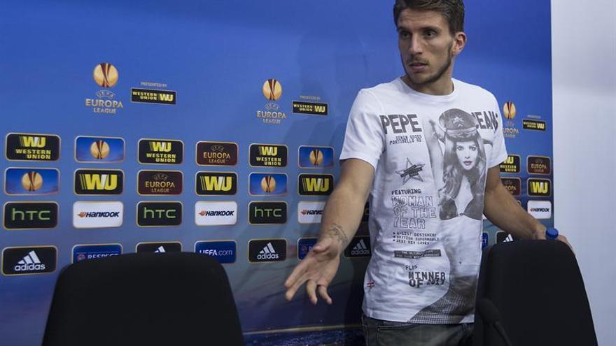 Denuncian al jugador del Sevilla CarriÇo por insultos homófobos al árbitro
