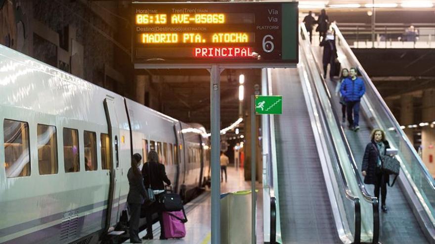 Opiniones dispares entre los 300 primeros pasajeros del AVE Castellón-Madrid
