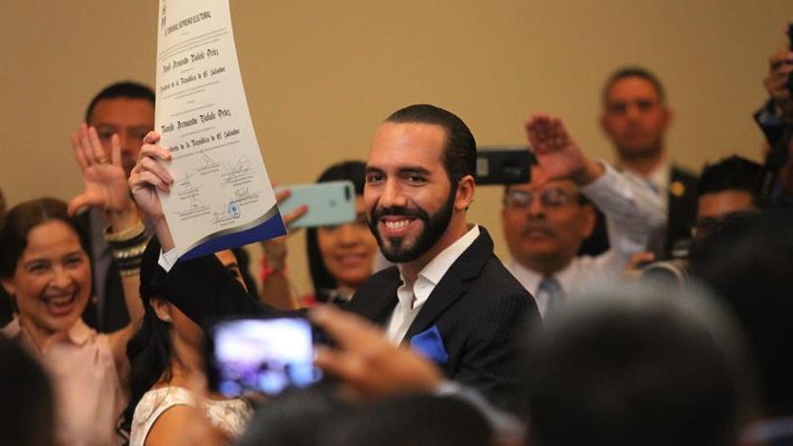 Nayib Bukele recibe la credencial como presidente electo de El Salvador