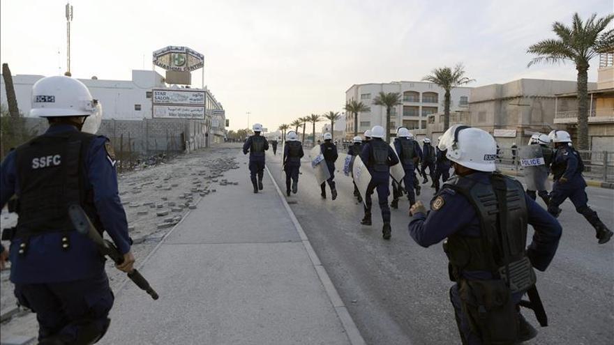 Choques entre manifestantes y policía tras el funeral de un joven en Baréin