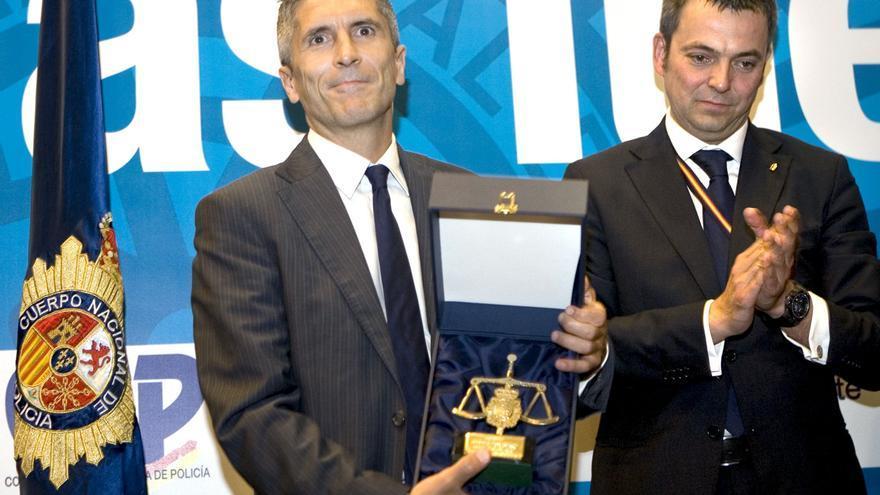 Grande-Marlaska es homenajeado por el sindicato policial CEP en 2010