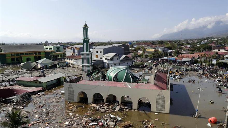 Indonesia busca supervivientes entre réplicas después del terremoto y el tsunami