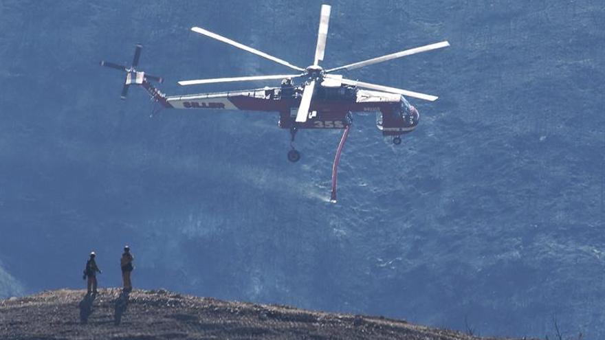 Contienen al 65 % el fuego de California que ha arrasado 110.300 hectáreas