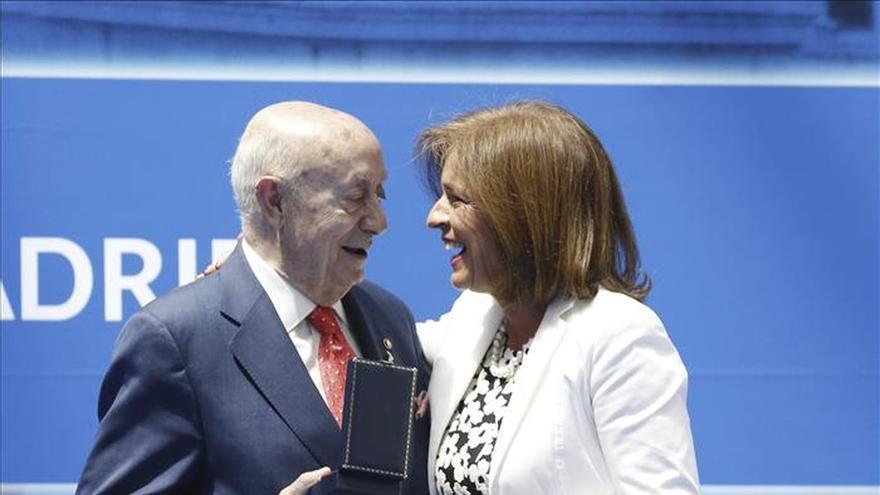 Madrid premia a su gastronomía, mecenas del arte, la RAE y el doctor Guillén