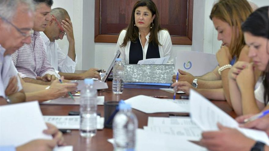 La presidenta del Cabildo de El Hierro y de Gorona del Viento S.A, Belén Allende, durante el Consejo de administración de la sociedad, donde ha nombrado los nuevos consejeros por parte del Cabildo Insular. (EFE/GELMERT FINOL)