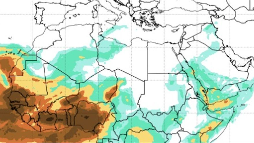 Mapa de la la masa de polvo en suspensión desplazándose por África hacia el oeste.