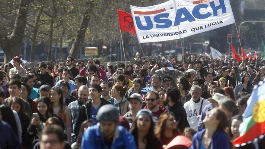 Jóvenes de América Latina lanzan un movimiento para renovar la democracia en la región