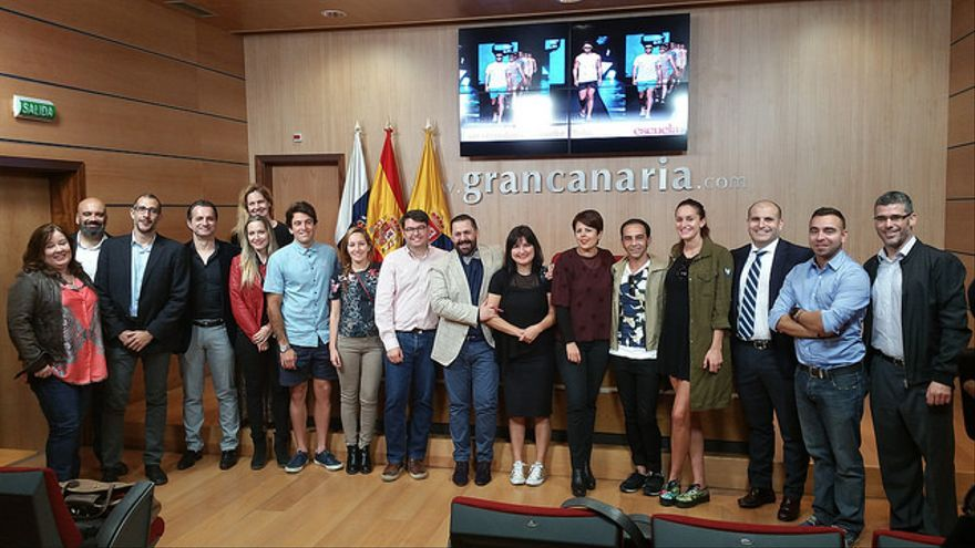 La Escuela Gran Canaria Moda Cálida nace con la aspiración de convertirse en referente de formación de profesionales en la gestión de empresas de moda.