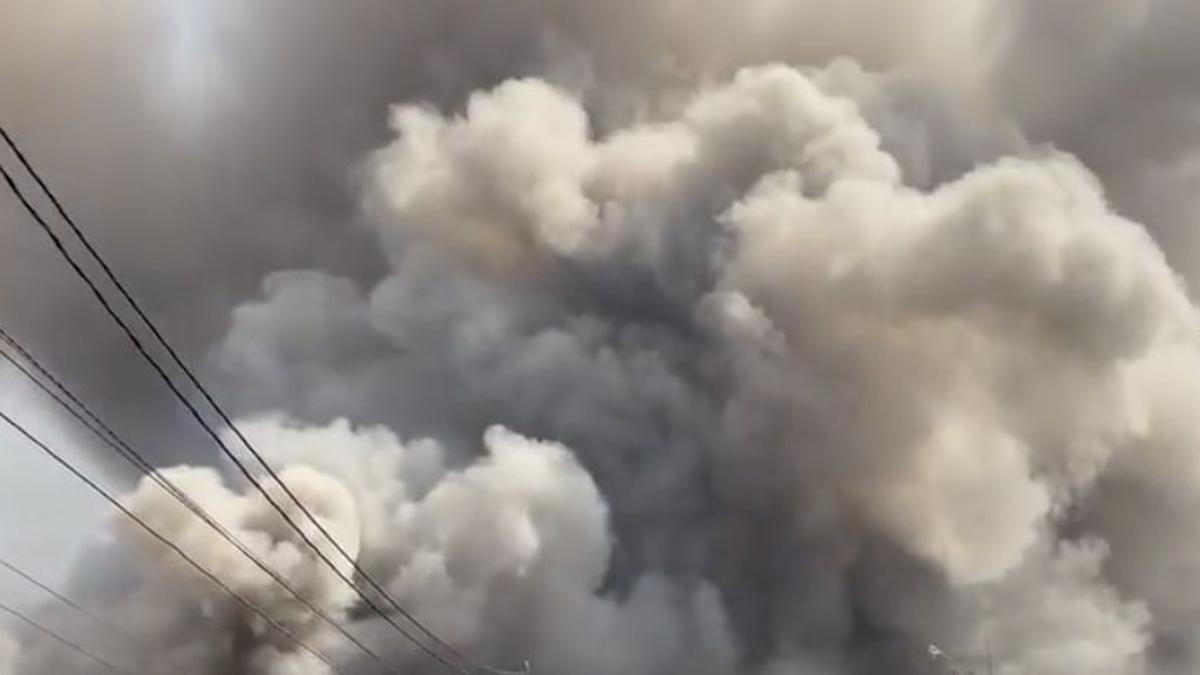 Nube tóxica en La Palma formada por la llegada de la lava a los invernaderos