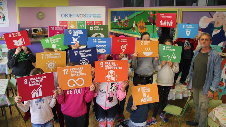 Actividad de la Coordinadora Cántabra de ONGD impartida en un colegio.