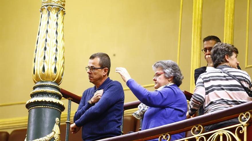 La asociación de víctimas del vuelo de Spanair en la tribuna de invitados del Congreso de los Diputados