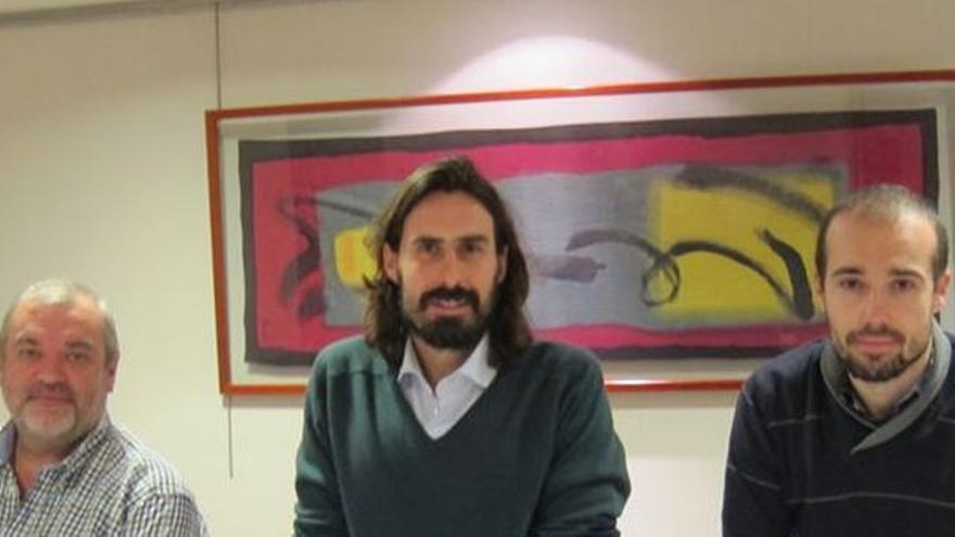 Juanma Brun, en el centro de la imagen. A la derecha, Óscar Manteca.