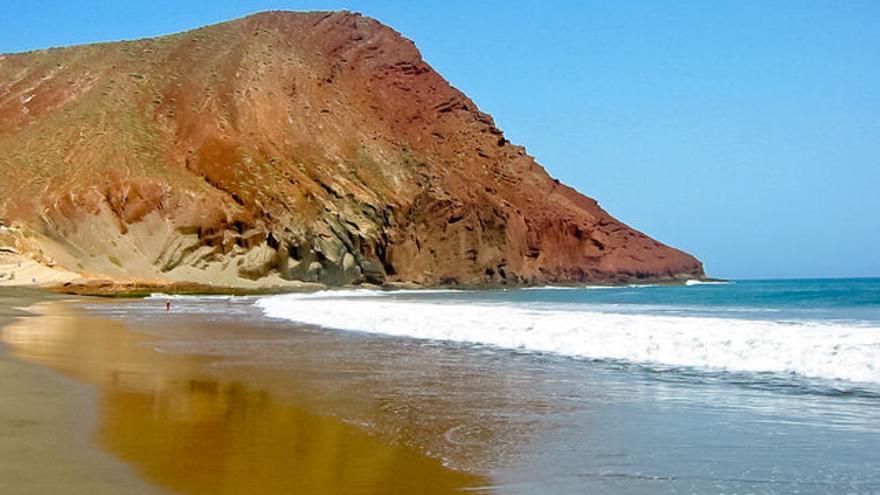 Montaña Roja, junto a la playa de La Tejita, en Granadilla