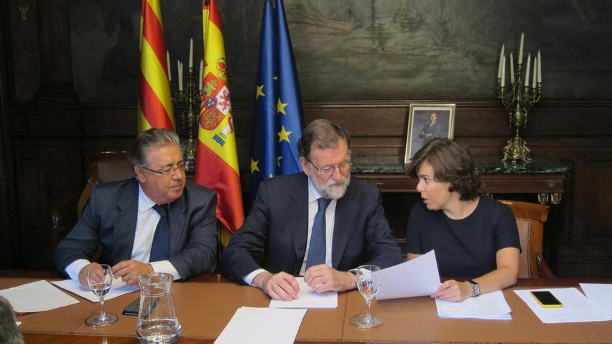 Zoido se reúne con Rajoy y Santamaría en Moncloa para analizar la situación en Cataluña