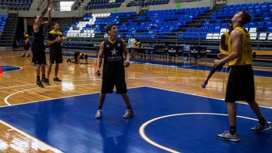 Los jugadores del Iberostar Tenerife durante un entrenamiento. (cbcanarias.net).