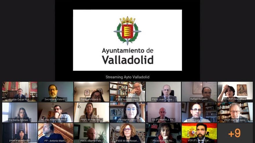 Los concejales del Ayuntamiento de Valladolid durante el primer Pleno telemático.