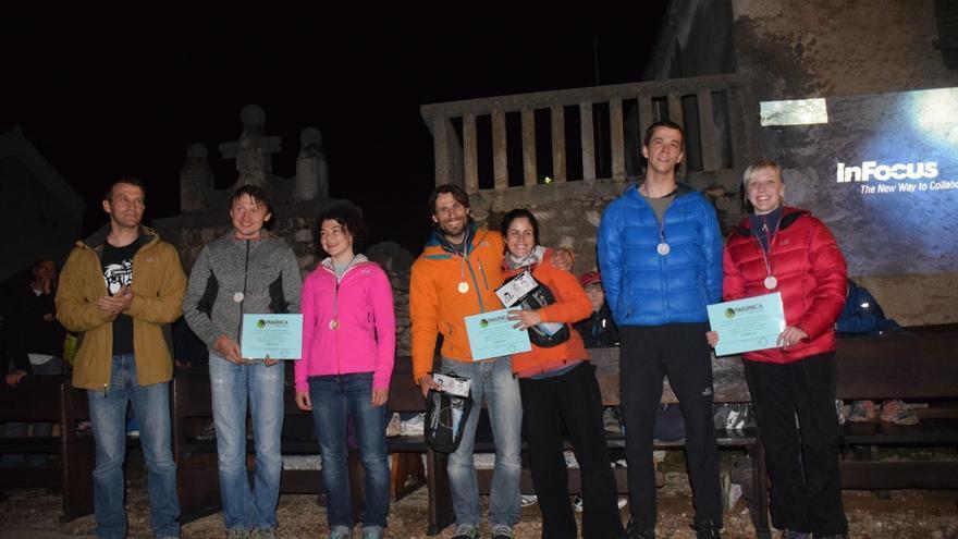 Podio final mixto del Climbers Meeting de Paklenica con Juana González y Arnau Julià en el centro (© Rafa Vadillo).