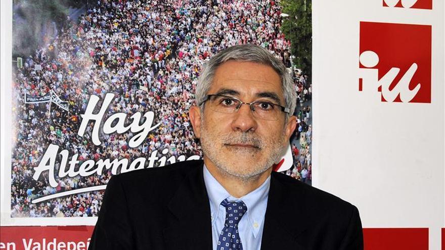 Llamazares dice que los partidos mayoritarios siempre se hacen oposición a sí mismos