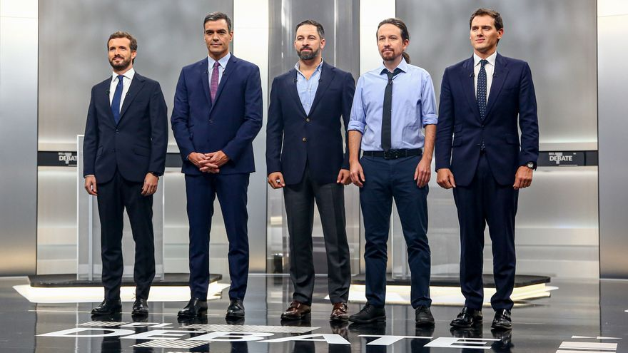 Pablo Casado, Pedro Sánchez, Santiago Abascal, Pablo Iglesias y Albert Rivera posan antes del debate a cinco.