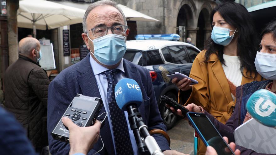 """Santiago admite un """"problema, no pequeño"""" con las estatuas del Mestre Mateo"""