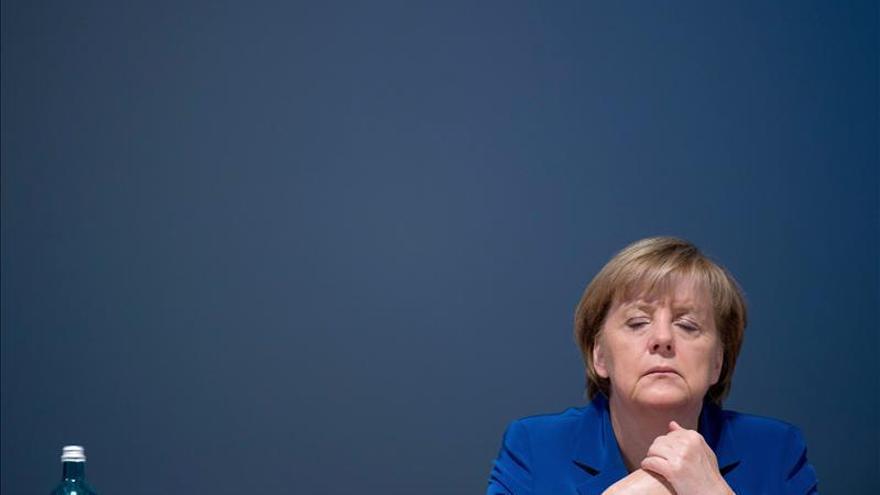"""Merkel """"toma muy en serio"""" las críticas de los """"sabios"""" a su futuro Gobierno"""