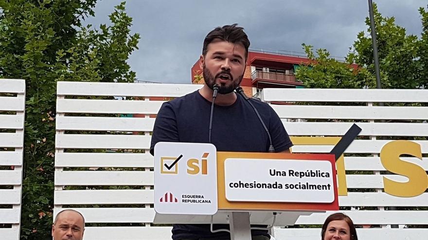 Rufián (ERC) ningunea la opinión de Urkullu sobre el referéndum y destaca los apoyos de Assange y Varoufakis