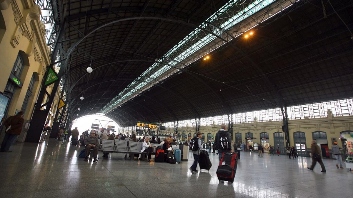 Los andenes de la estación del Norte, en Valencia.