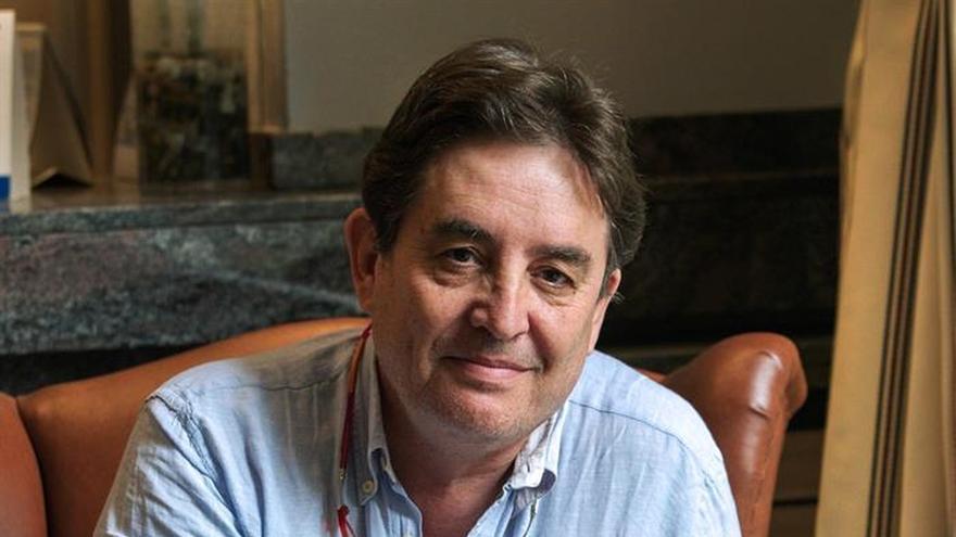 Luis García Montero: No me avergüenzo de mi militancia política