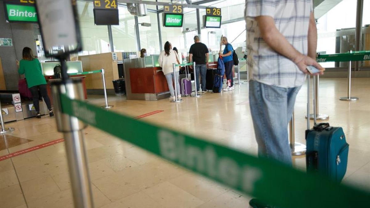 Pasajeros en el Aeropuerto de Tenerife Norte