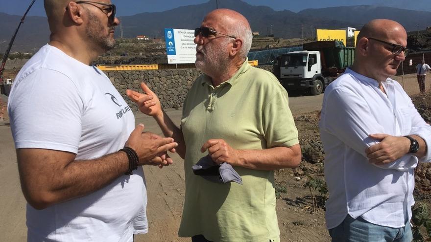 Francis Pérez, concejal de IUC en Arafo; Manolo Marrero, de Podemos, y Moisés Lubary, de Sí Se Puede, esta mañana en el Valle de Güímar