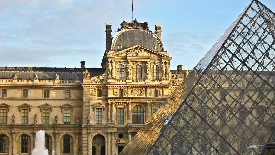 La Pirámide del Louvre. Aurélien Catinon