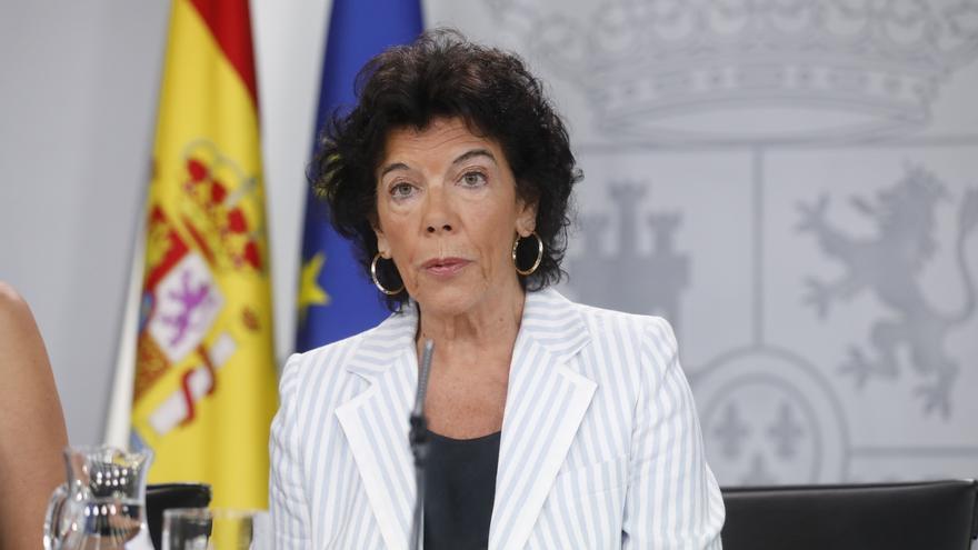 La ministra de Educación y portavoz del Gobierno, Isabel Celáa, tras el consejo de ministras