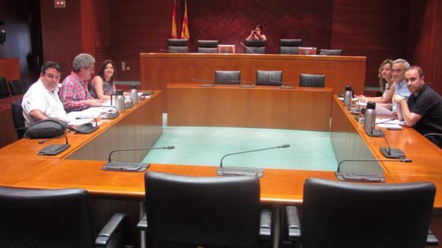 Los equipos de negociación de PSOE y Chunta, frente a frente