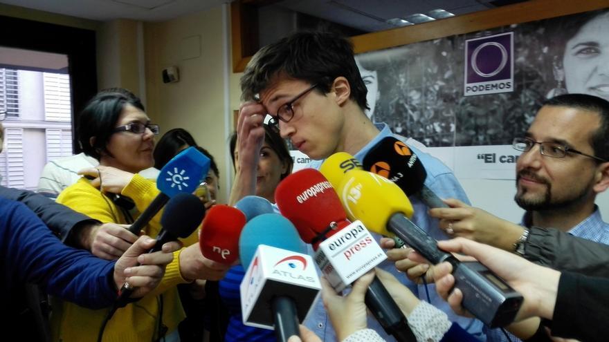 """Errejón acusa a Rajoy de vivir """"en un país de las maravillas"""" y de protagonizar un """"spot electoral"""""""